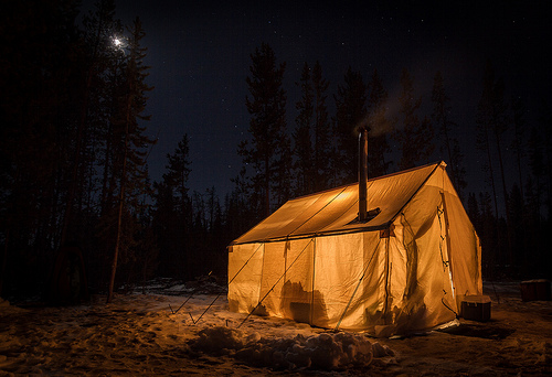 mulher-ônibus-camping